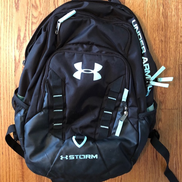 15b51e54d6 Under Armour Storm Recruit backpack. M 5b72f42612995531fc0e1649